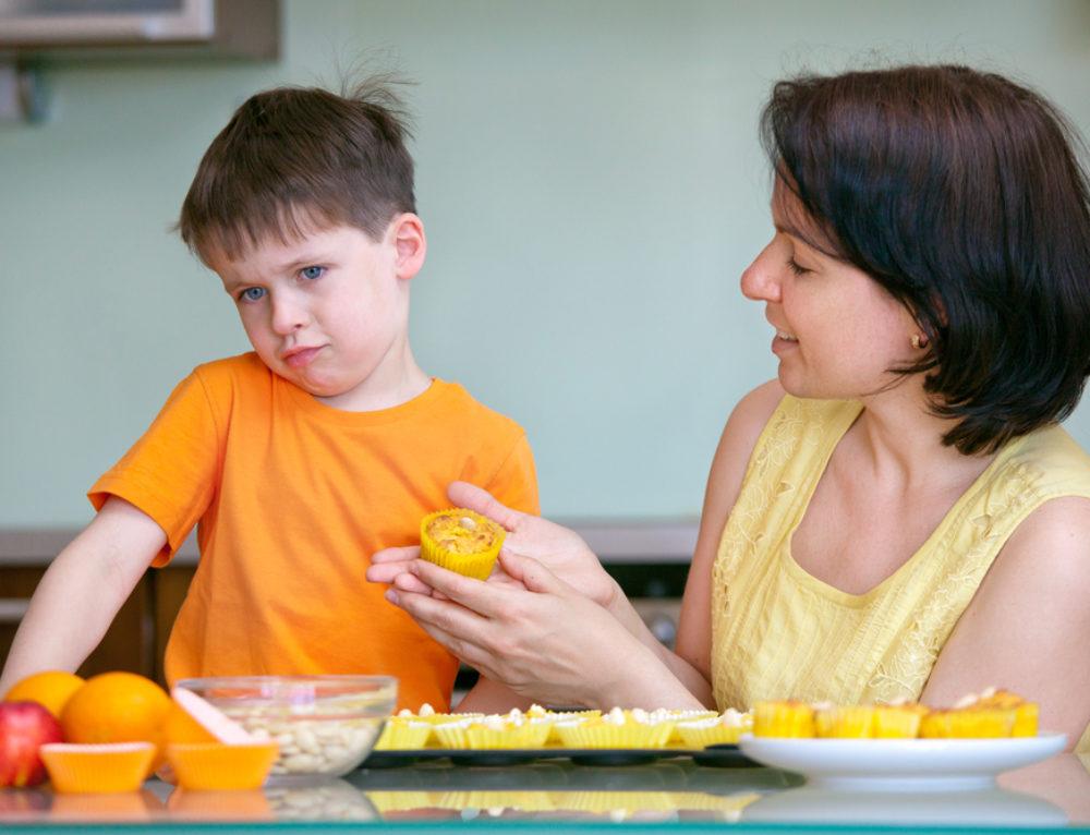 סרבנות אכילה: 3 מיתוסים שכל הורה לילד שלא אוהב לאכול חייב לנפץ (ומה האמת שכדאי מאוד להכיר)