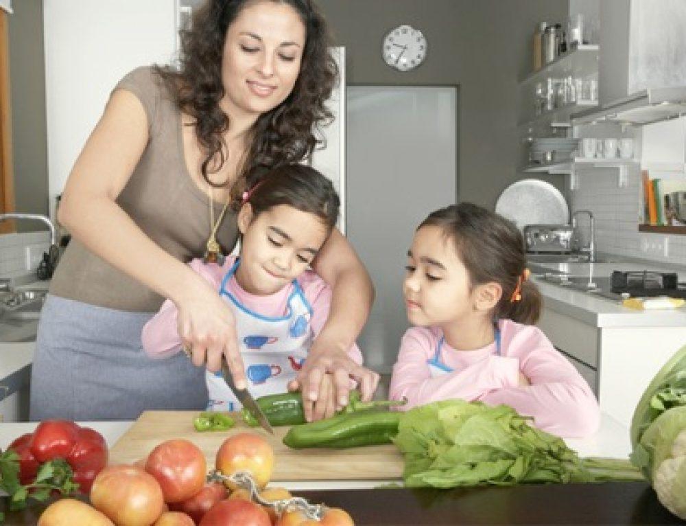 6 טיפים חשובים שכדאי לשמוע לפני שמבשלים עם הילדים
