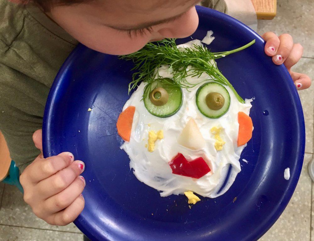 3 טעויות קריטיות שעושים הורים בנושא האוכל בגן (ומה לעשות במקום)